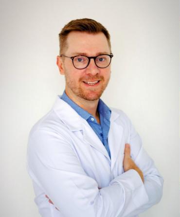 Dr. Mauro Meinee